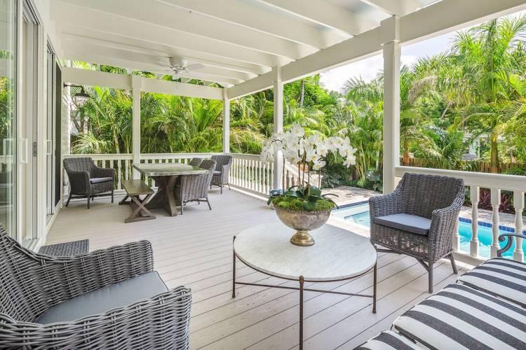 villa josine rain porch